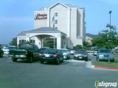 Hampton Inn & Suites Airport